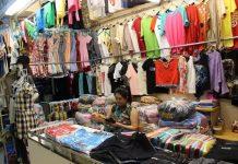 bán quần áo ở chợ